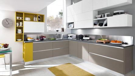 cucina essenza con particolari in giallo